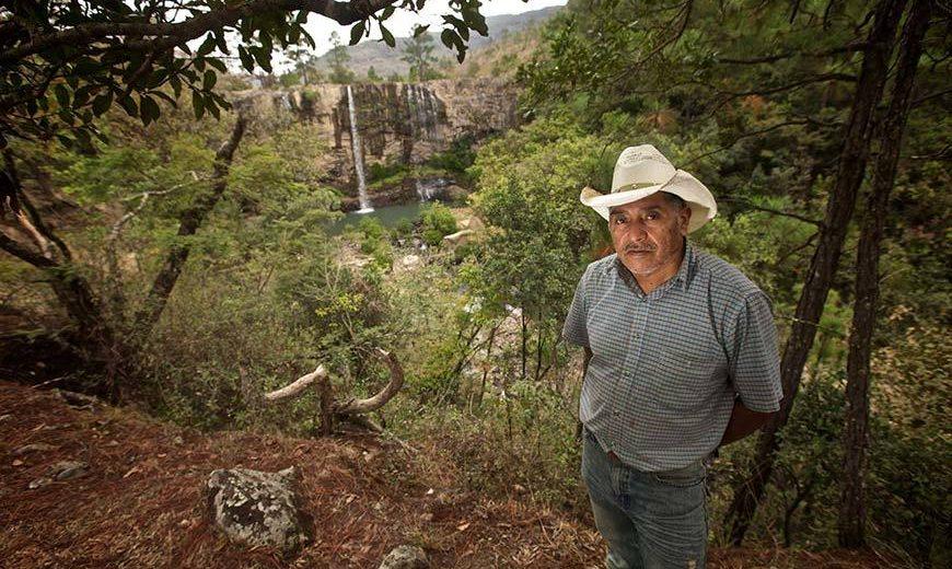 10806 Honduras Man Environment 870