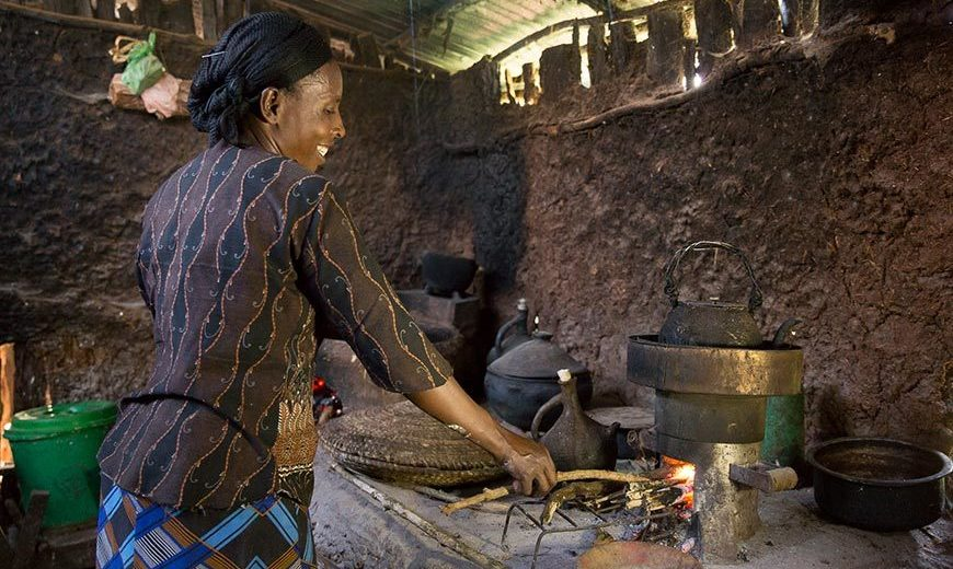 21327 Climate Cooking Stove Woman 870