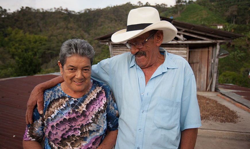 22775 Colombia Coffee Farmer Couple 870